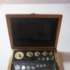 Antigüedades: CAJA DE PESAS DE PRECISION DE 100 A 1 MAS MILIGRAMOS. Lote 75984747