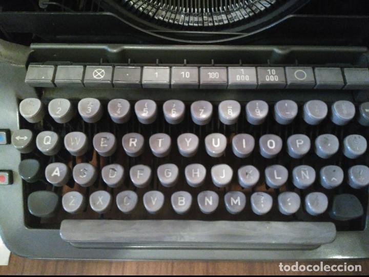 Antigüedades: Maquina de escribir ADLER - Antigua - Buen Estado - SOLO RECOGIDA EN MADRID, NO SE ENVIA - Foto 3 - 95705399