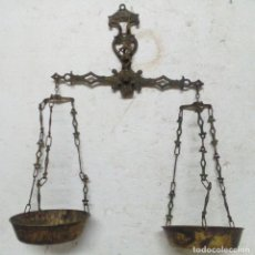 Antigüedades: BALANZA DE BRONCE MUY BONITA, VER DETALLES. Lote 76088883