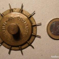 Antigüedades: ANTIGUO APARATO DE BRONCE PARA HACER OVILLOS DE HILO EN BUEN ESTADO.. Lote 76785883