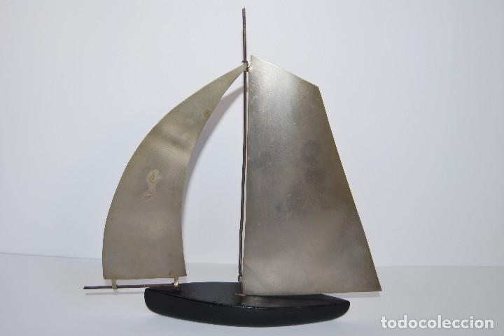 BARCO VELERO - MADERA Y METAL - AÑOS 60 (Antigüedades - Antigüedades Técnicas - Marinas y Navales)