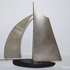 Antigüedades: BARCO VELERO - MADERA Y METAL - AÑOS 60. Lote 76932333