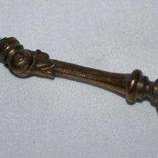 Antigüedades: TIRADOR DE METAL Y DORADO PARA MUEBLES. Lote 77130901