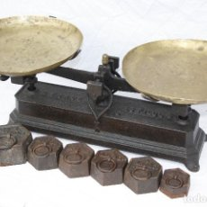 Antigüedades: ANTIGUA BALANZA MARCA FORCE DE 15 KG CON PLATOS DE BRONCE Y 6 PESAS. Lote 77301721