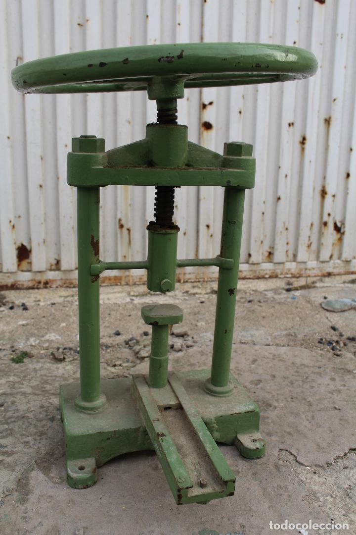 Antigüedades: prensa de hierro antigua - Foto 2 - 77377829