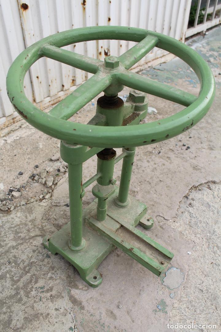 Antigüedades: prensa de hierro antigua - Foto 3 - 77377829