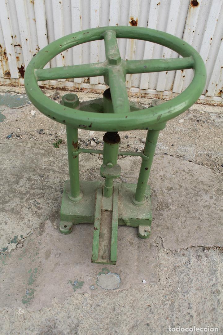 Antigüedades: prensa de hierro antigua - Foto 4 - 77377829