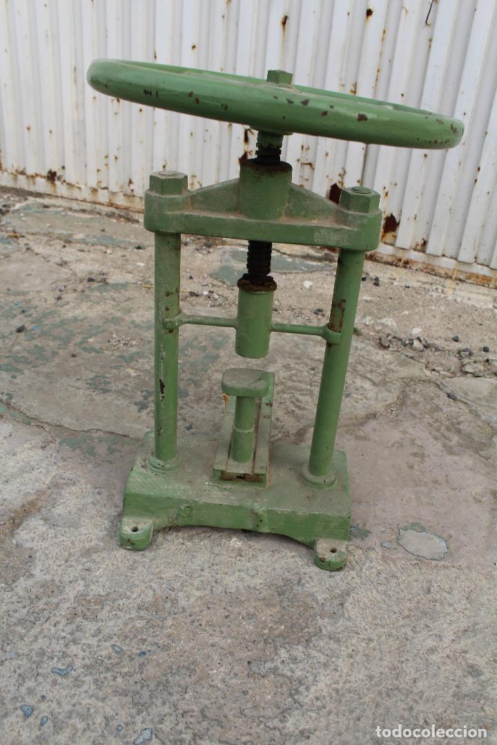 Antigüedades: prensa de hierro antigua - Foto 5 - 77377829
