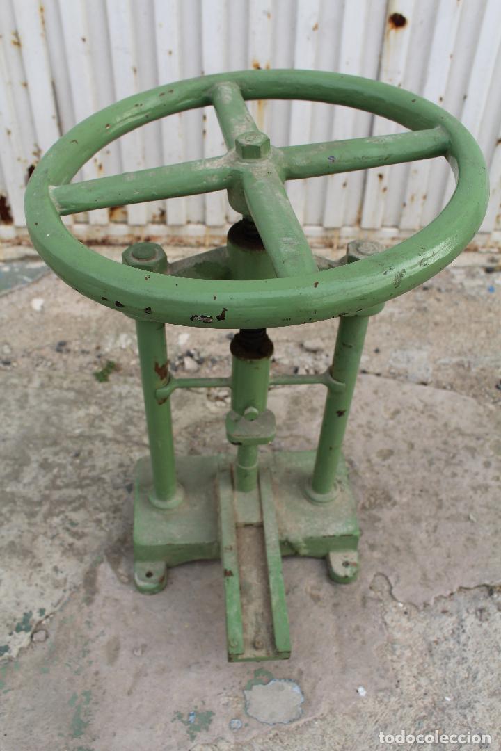 Antigüedades: prensa de hierro antigua - Foto 6 - 77377829