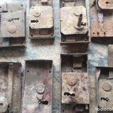 Antigüedades: JGO DE OCHO CERRADURAS ANTIGUAS SI LLAVE. Lote 77602869