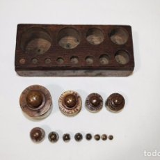 Antigüedades: JUEGO DE 12 PESAS DE BRONCE. Lote 77802237
