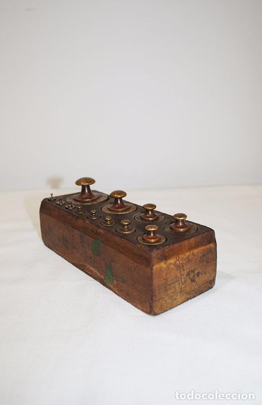 Antigüedades: JUEGO DE 12 PESAS DE BRONCE - Foto 3 - 77802237