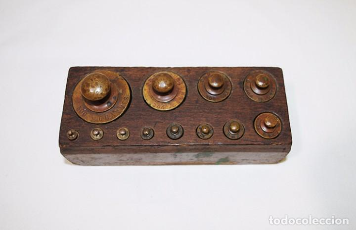 Antigüedades: JUEGO DE 12 PESAS DE BRONCE - Foto 5 - 77802237