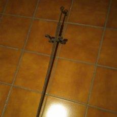 Antigüedades: ANTIGUO PINCHO DE HIERRO. 105 CM DE ALTURA.. Lote 77895805