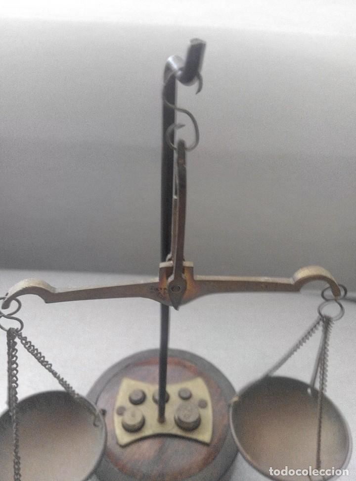 Antigüedades: PRECIOSA BALANZA CON SUS PESAS SOBRE BASE - Foto 2 - 77951849