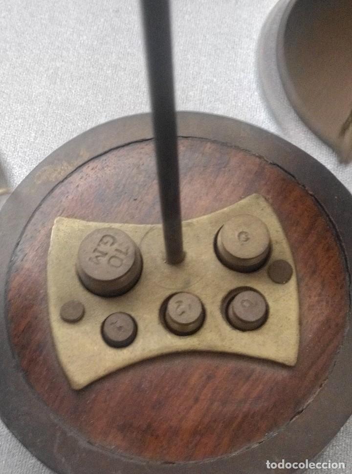 Antigüedades: PRECIOSA BALANZA CON SUS PESAS SOBRE BASE - Foto 3 - 77951849