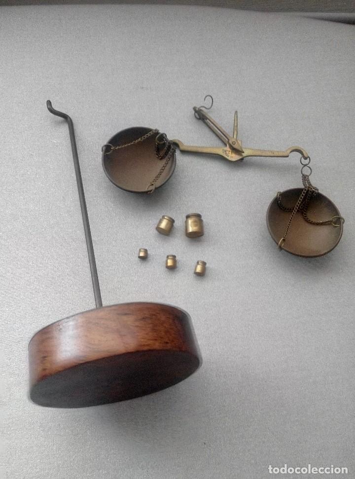 Antigüedades: PRECIOSA BALANZA CON SUS PESAS SOBRE BASE - Foto 6 - 77951849
