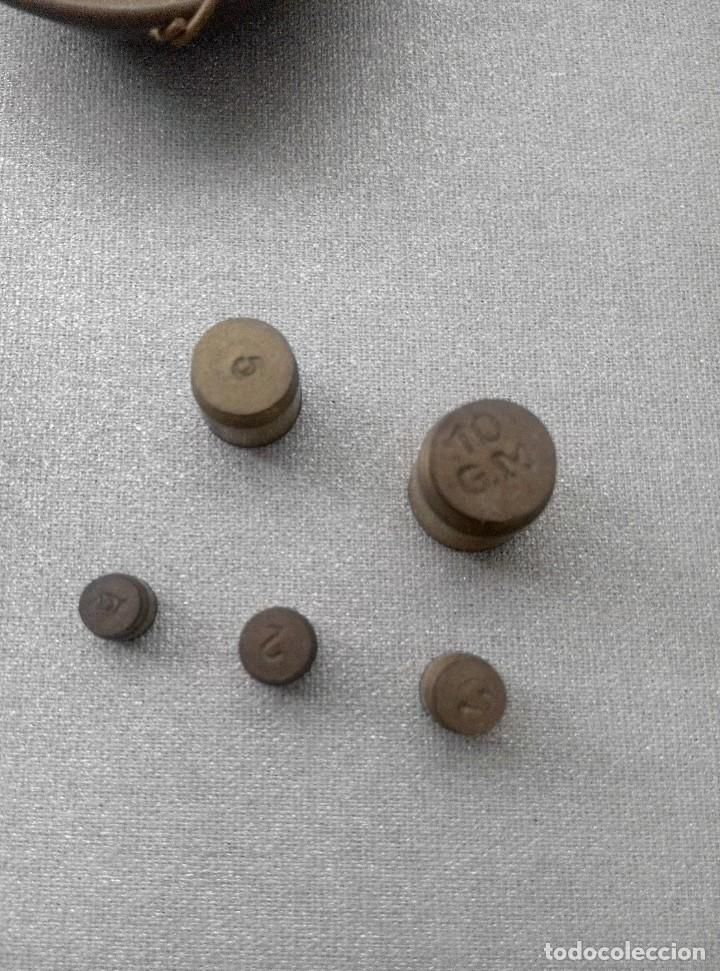 Antigüedades: PRECIOSA BALANZA CON SUS PESAS SOBRE BASE - Foto 9 - 77951849