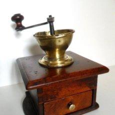 Antigüedades: MOLINILLO ARTESANO DE CAFÉ, DE OREJAS. MADERA DE NOGAL Y METAL. FRANCIA. AÑO 1914. Lote 78090561