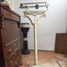 Antigüedades: BALANZA MODERNISTA DE FARMACIA PARA PERSONAS. PP. S. XX. . Lote 78166749