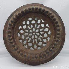Antigüedades: MIRILLA ANTIGUA DE GRAN TAMAÑO EN HIERRO DEL SIGLO XIX. Lote 78209437