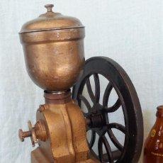 Antigüedades: ANTIGUO MOLINILLO DE CAFÉ MARCA ELMA. DE RUEDA. MARAVILLOSO.. Lote 78430633