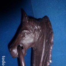 Antiquités: ALDABA CON FORMA DE BUSTO DE CABALLO. . Lote 78789657