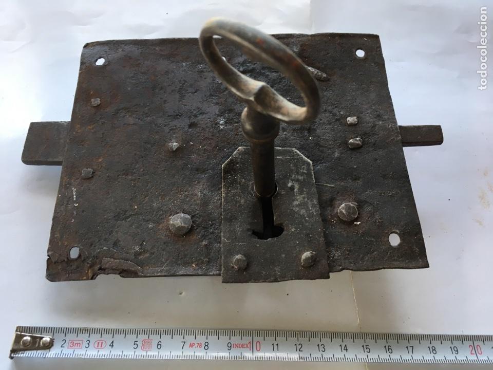 CERRADURA DE FORJA CON LLAVE.- (SIGLO XIX) (Antigüedades - Técnicas - Cerrajería y Forja - Cerraduras Antiguas)