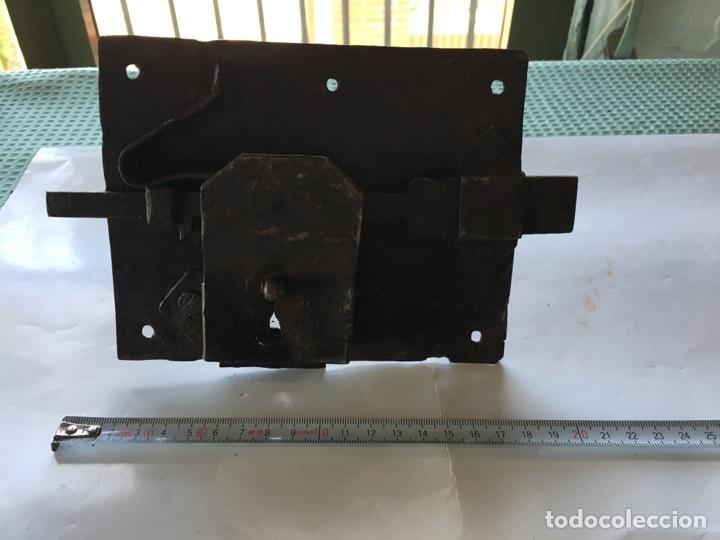 Antigüedades: Cerradura de forja con llave.- (Siglo XIX) - Foto 2 - 78866021