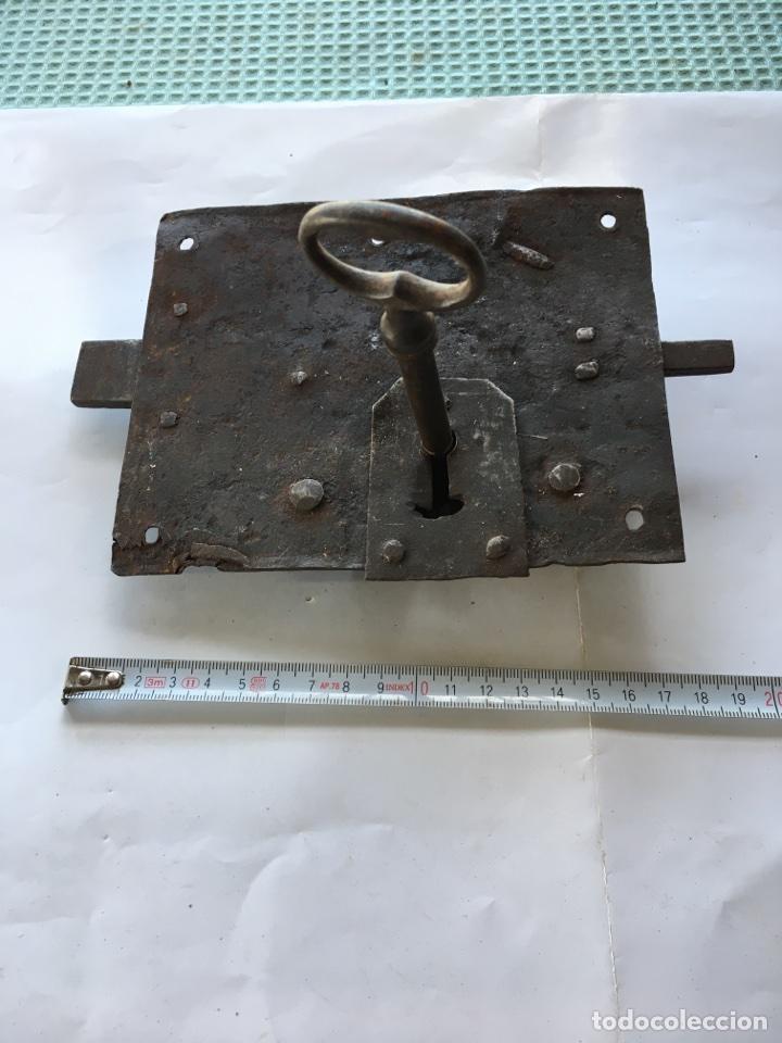 Antigüedades: Cerradura de forja con llave.- (Siglo XIX) - Foto 3 - 78866021