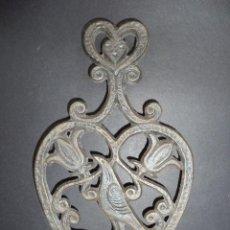 Antigüedades: BASE PARA PLANCHA ANTIGA - PÁSSARO E FLORES - ARTE NOVA 06. Lote 78937665