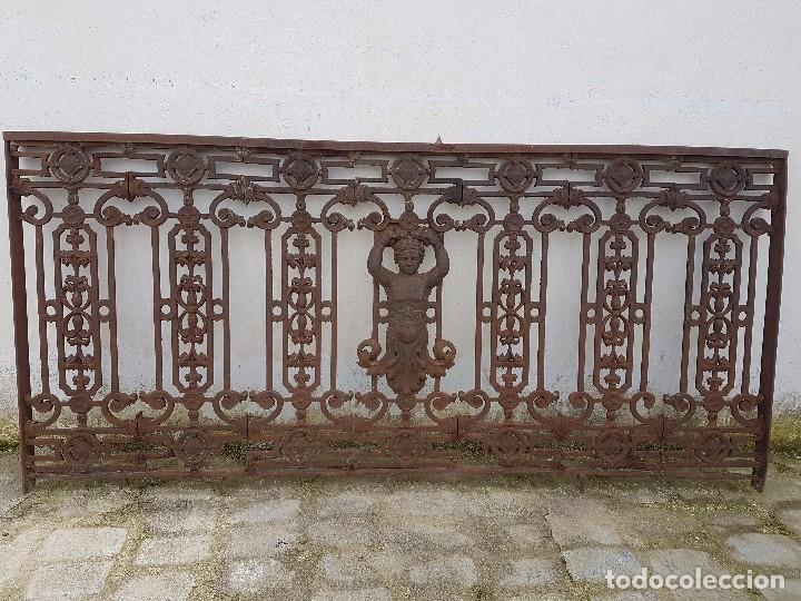BARANDA O REJA DE BALCÓN DE FUNDIDO MUY ANTIGUO (Antigüedades - Técnicas - Cerrajería y Forja - Forjas Antiguas)
