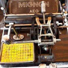 Antigüedades: ANTIGUA MAQUINA DE ESCRIBIR ALEMANA AÑOS 10/20 MARCA AEG MIGNON . Lote 79149549