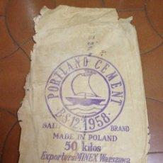 Antigüedades: FRONTAL DE SACO DE CEMENTO 1958 PORTLAND CEMENT MADE IN POLAND. Lote 79178385