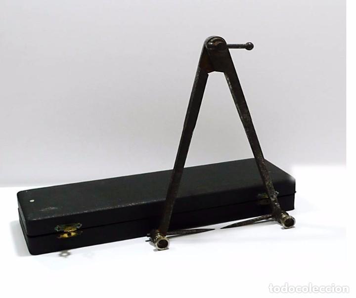 Antigüedades: Antiguo compás de proporciones en hierro forjado con estuche original - S.XIX - Foto 4 - 79251225