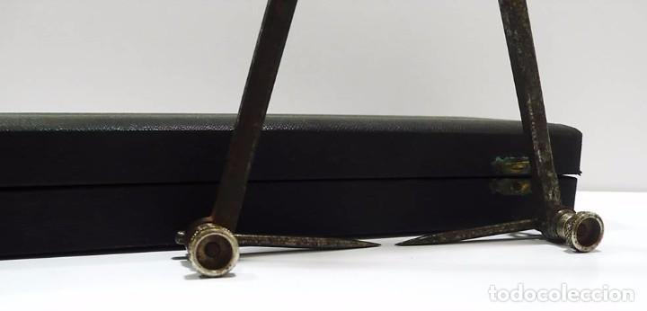 Antigüedades: Antiguo compás de proporciones en hierro forjado con estuche original - S.XIX - Foto 6 - 79251225