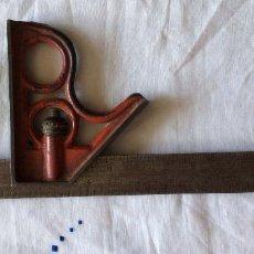 Antigüedades: ESCUADRA ANTIGUA SIGLO XIX,MEDIDAS EN PULGADAS Y CM-IDEAL COLECCIONISTAS. Lote 79286417