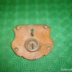 Antigüedades: CERRADURA PARA BAUL SIN LLAVE.FRONTAL DE LATON.. Lote 79568525