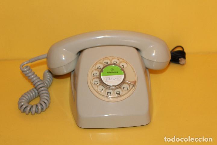 TELEFONO ANTIGUO COLOR GRIS - AÑOS 70 FUNCIONA PERFECTAMENTE (Antigüedades - Técnicas - Teléfonos Antiguos)