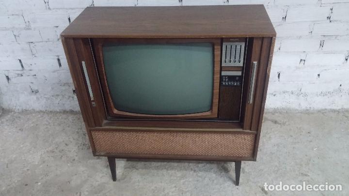 Antigüedades: Botita televisión antigua de valvulas, mueble de puertas correderas, ideal para adornar escaparate - Foto 2 - 80304625