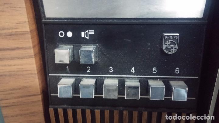 Antigüedades: Botita televisión antigua de valvulas, mueble de puertas correderas, ideal para adornar escaparate - Foto 4 - 80304625