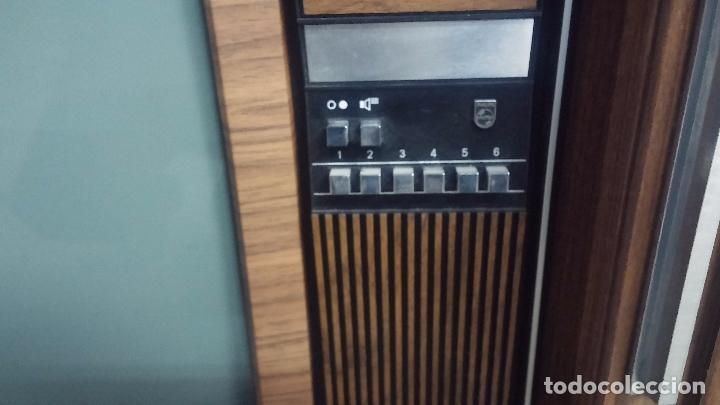 Antigüedades: Botita televisión antigua de valvulas, mueble de puertas correderas, ideal para adornar escaparate - Foto 5 - 80304625