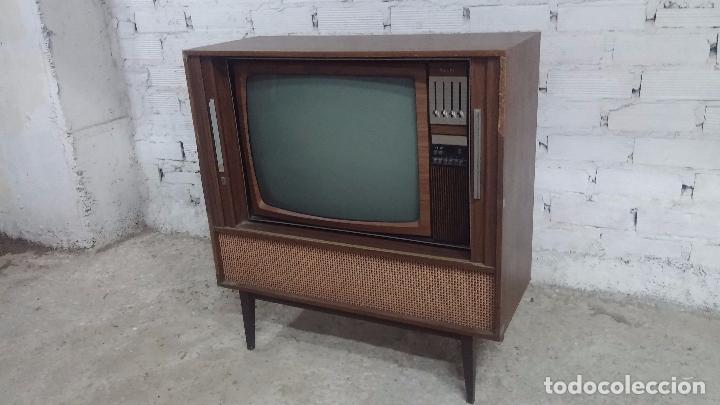 Antigüedades: Botita televisión antigua de valvulas, mueble de puertas correderas, ideal para adornar escaparate - Foto 7 - 80304625