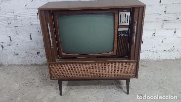 Antigüedades: Botita televisión antigua de valvulas, mueble de puertas correderas, ideal para adornar escaparate - Foto 8 - 80304625