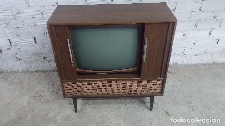 Antigüedades: Botita televisión antigua de valvulas, mueble de puertas correderas, ideal para adornar escaparate - Foto 10 - 80304625