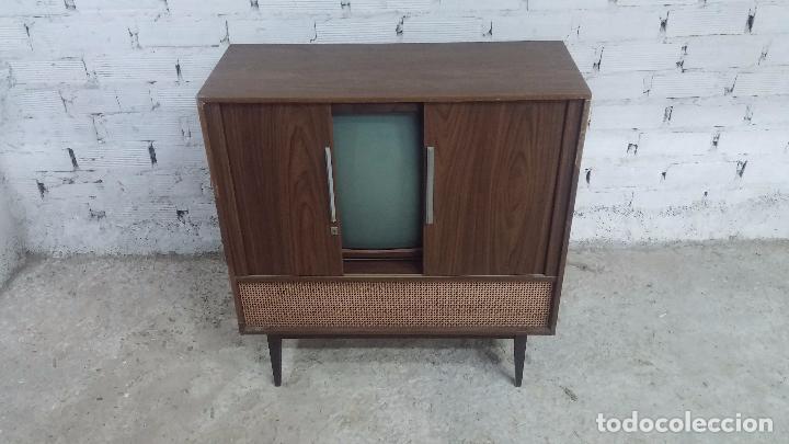 Antigüedades: Botita televisión antigua de valvulas, mueble de puertas correderas, ideal para adornar escaparate - Foto 11 - 80304625