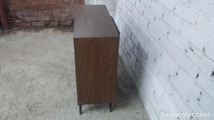 Antigüedades: Botita televisión antigua de valvulas, mueble de puertas correderas, ideal para adornar escaparate - Foto 19 - 80304625