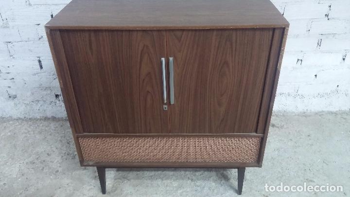 Antigüedades: Botita televisión antigua de valvulas, mueble de puertas correderas, ideal para adornar escaparate - Foto 22 - 80304625
