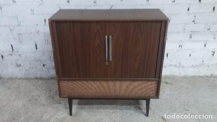 Antigüedades: Botita televisión antigua de valvulas, mueble de puertas correderas, ideal para adornar escaparate - Foto 23 - 80304625