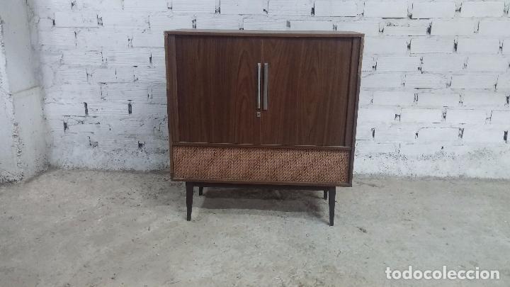 Antigüedades: Botita televisión antigua de valvulas, mueble de puertas correderas, ideal para adornar escaparate - Foto 24 - 80304625